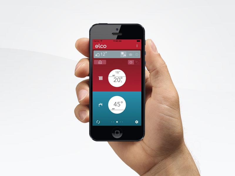 hånd holder iphone 5 med ELCO Remocon-net app åben