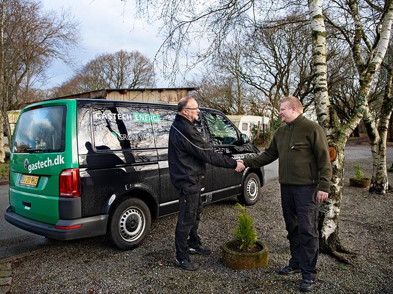 Bent Johansen Gastekniker foran Gastech-Energi varevogn